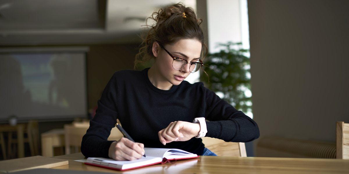 WOMAN,WORKING