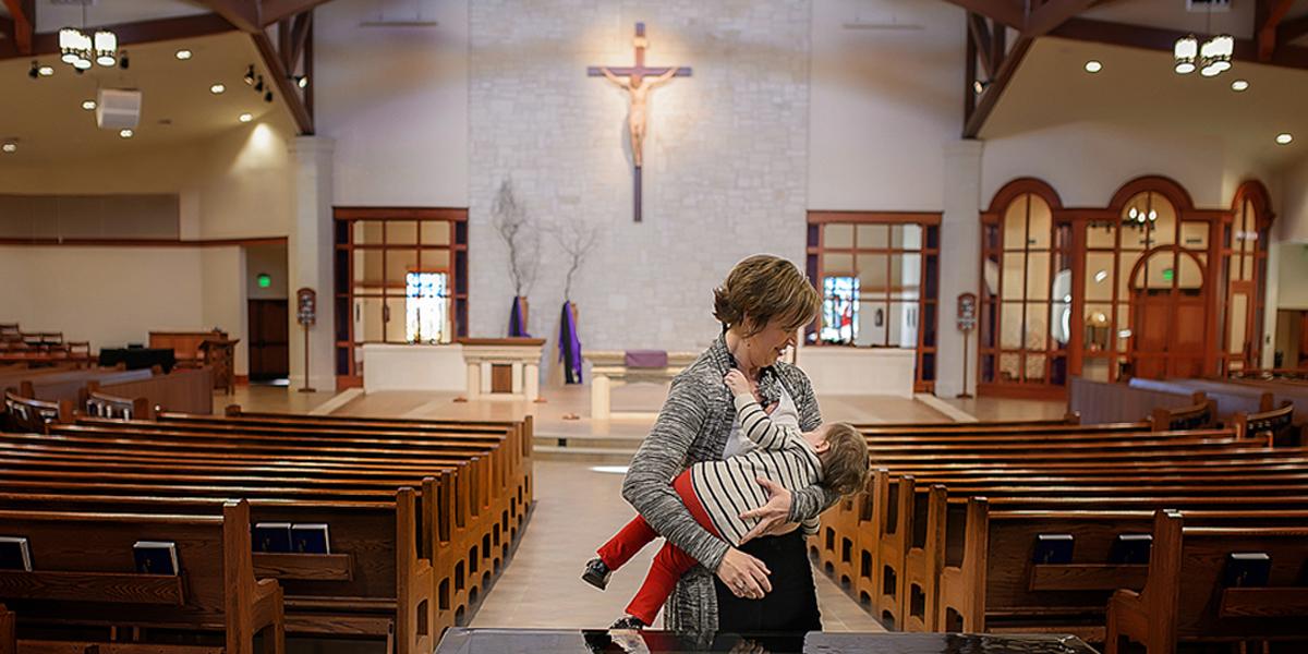MOM,BREASTFEEDING,INFANT,CHURCH